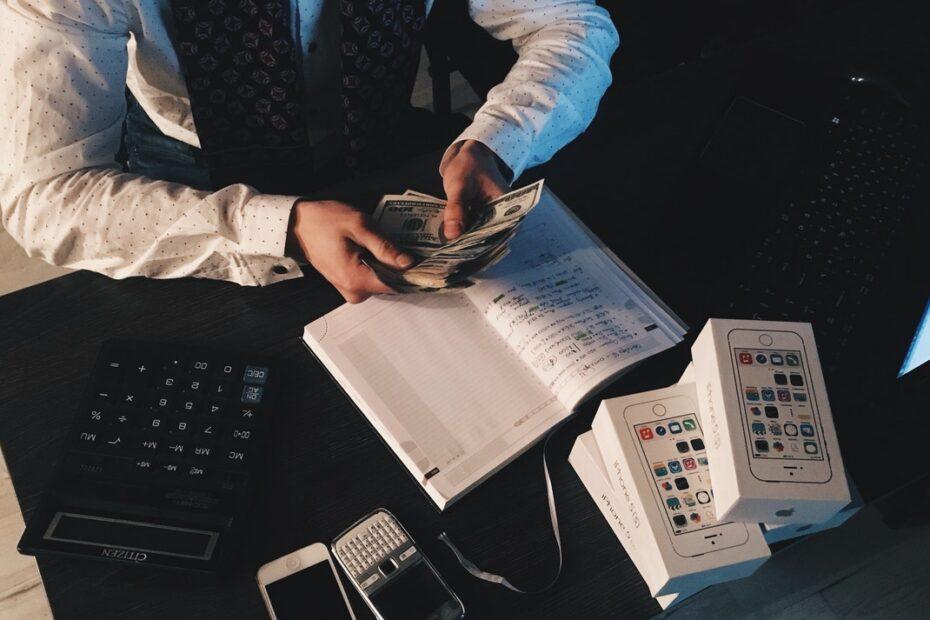 Hvordan tjener man penge på aktier?